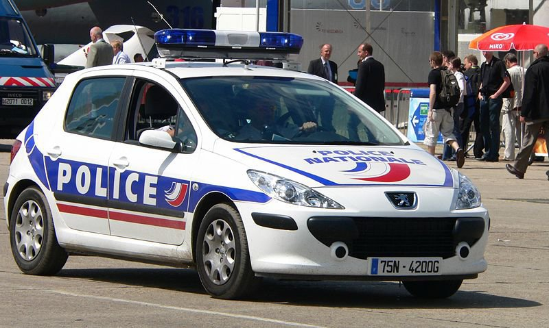 "Френски полицаи открили бомба в близост до стадион ""Парк де"