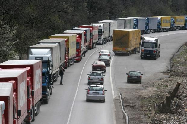 """На граничните контролно-пропусквателни пунктове """"Капитан Андреево"""" и """"Лесово"""" трафикът е"""