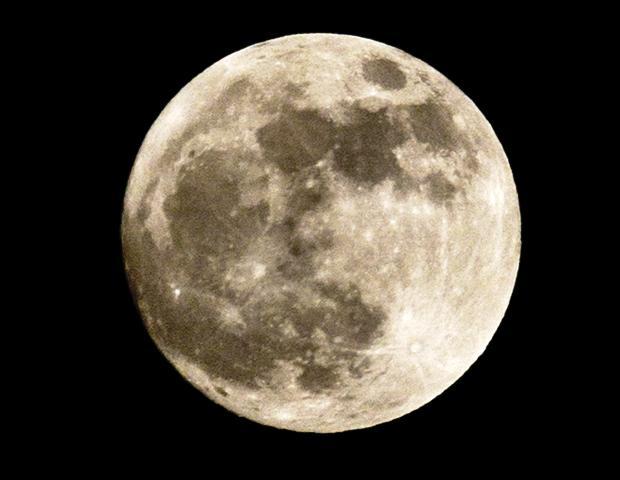 Луната била с магнитно сърце