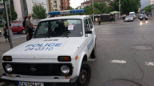 Шофьор без книжка е блъснал патрулен автомобил в Кърджали, съобщиха