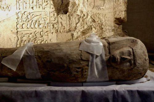 Отвориха саркофаг с древноегипетска мумия на 2500 г.