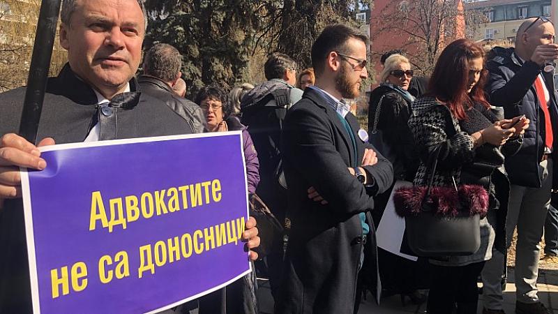 Снимка: Пореден протест на адвокатите , не вярват на Караянчева