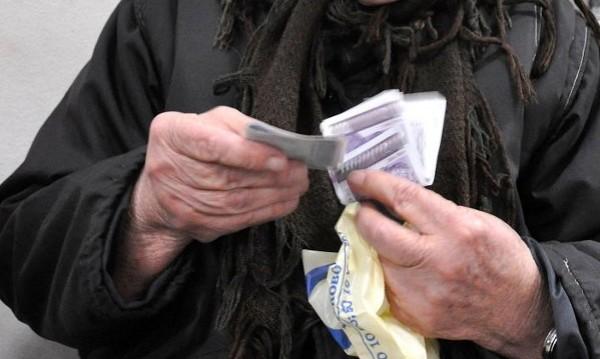 НСИ: Една трета от българите едвам свързват двата края