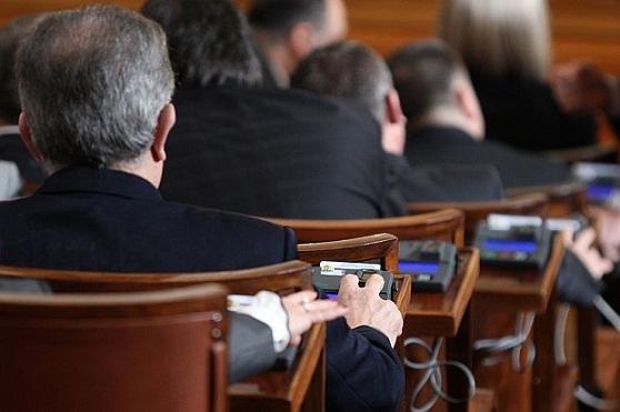 Депутатите профукаха милиони, за да пътуват със служебните си коли