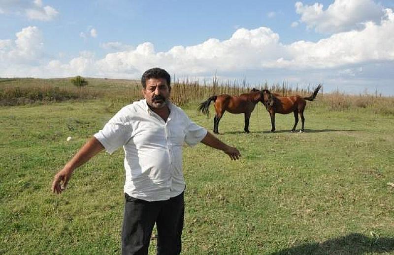 Кипърският фермер Димитракис Пирилис излиза от ареста срещу 10 000