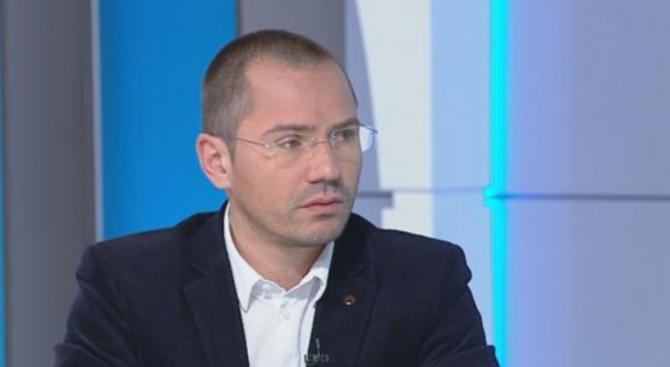 Джамбазки: Французите наказаха традиционните партии
