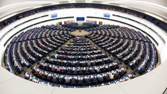 Гражданите на няколко европейски страни избират днес своите евродепутати. Вотът