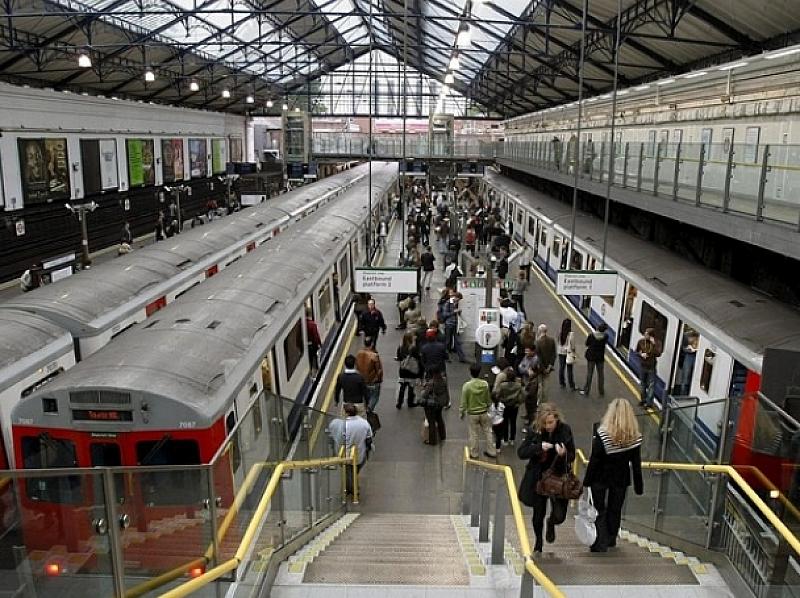 16 души са пострадали при паническото бягство в лондонската метростанция