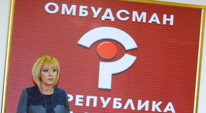 Фрогоко: Мая Манолова се обзавела с двама въоръжени шофьори