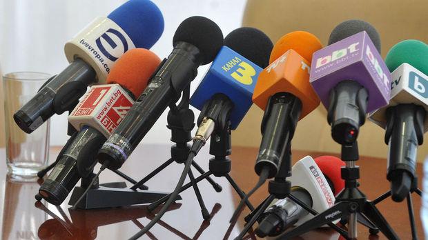 Известни журналисти излязоха с критична позиция за случващото се у
