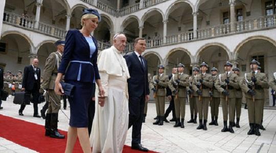 Папа Франциск: Светът е във война