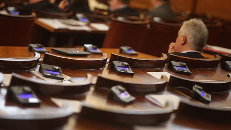 Снимка: В НС обсъждат законопроект за изменението на закона за горивата