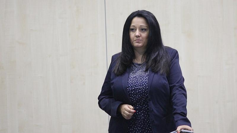 Лиляна Павлова може да не стане евродепутат и да отстъпи