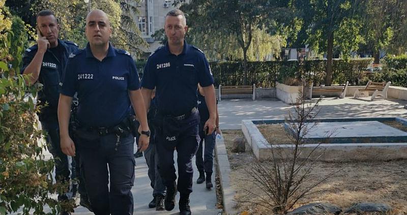 Хулиганство ли е да снимаш полицаи докато са на работа?