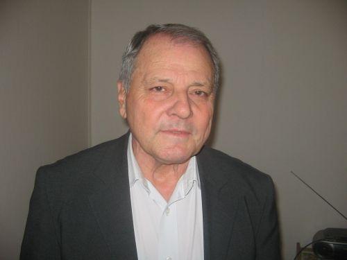 Посланик Л. Шопов за Фрог: В България фесът клати интереса
