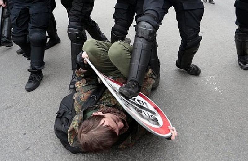 Руската полиция арестува днес около 25 защитници на правата на