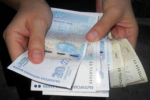Дебатите за скок на минималната работна заплата остават за януари