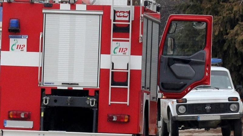 Сигнал за преобърнат горящ влак вдигна на крак пожарната в