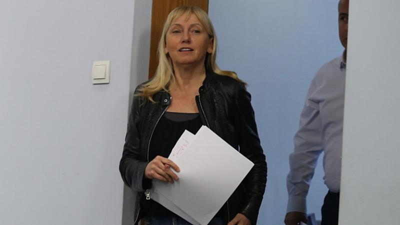 Снимка: Съдът прекрати делото срещу Елена Йончева за къщата в Барселона