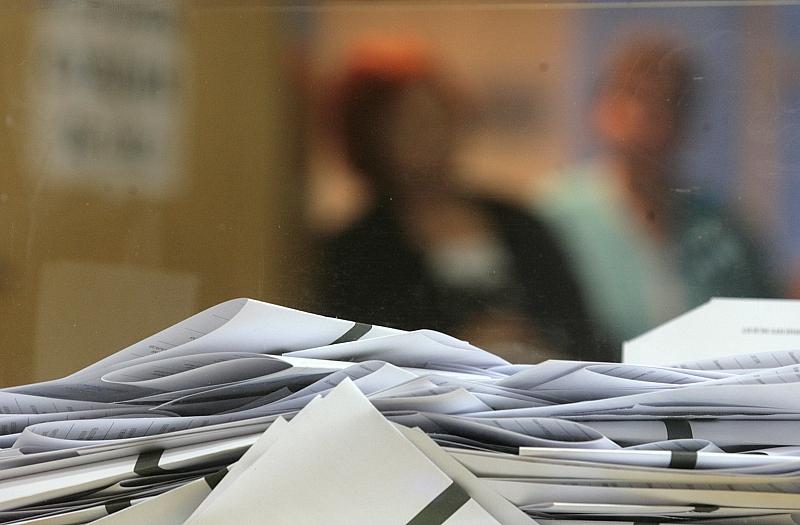 Снимка: ГЕРБ настояват да падне забраната за публикуване на социологически данни в изборния ден