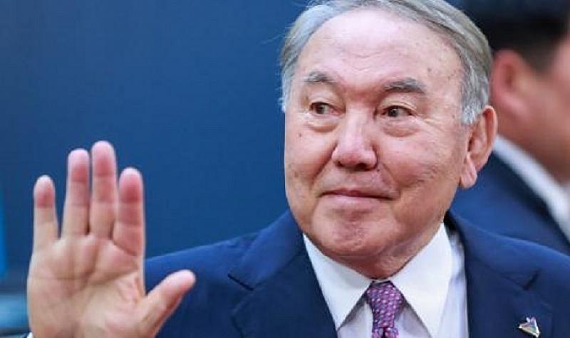 Президентът Назарбаев подаде оставка преди минути от поста президент, но
