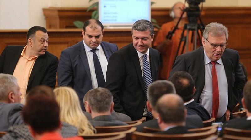С разправия защо премиерът Бойко Борисов не е в пленарната
