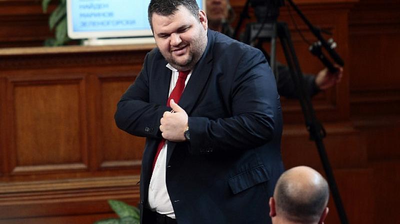 Депутатът от ДПС Делян Пеевски поиска задочно извинение от президента