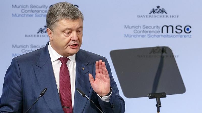 Президентът на Украйна Петро Порошенко коментира решението на Светия синод