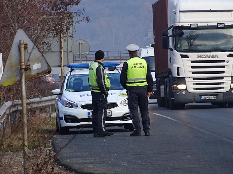 Преминаването по всички гранични пунктове в страната е преустановено.Причината е