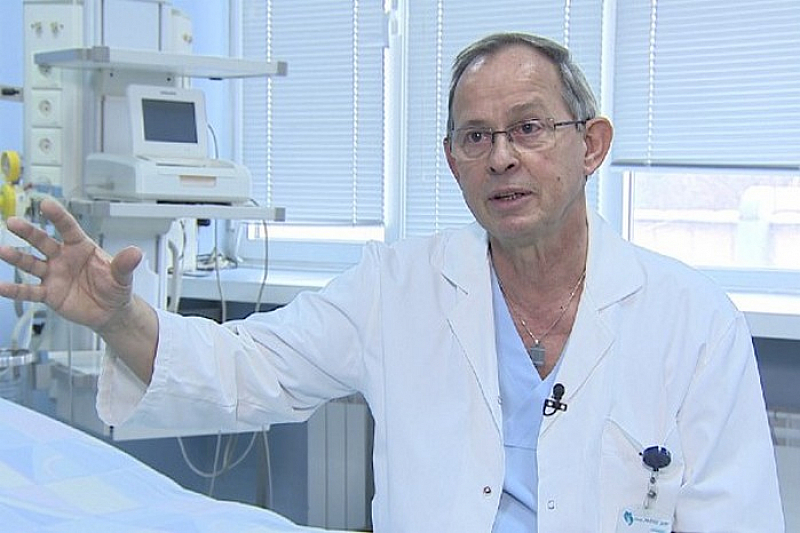 """Шефът на родилното отделение на """"Майчин дом"""" проф. Асен Николов"""
