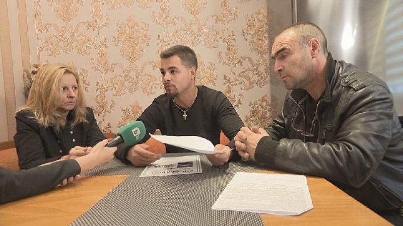 Близките на 29-годишния Адриан Петков, който почина, докато чакаше за