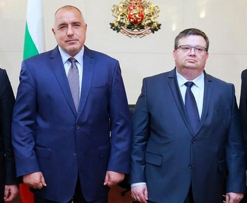Десните: Борисов и Цацаров се прикриват един друг, има явна злоупотреба с личния ни живот