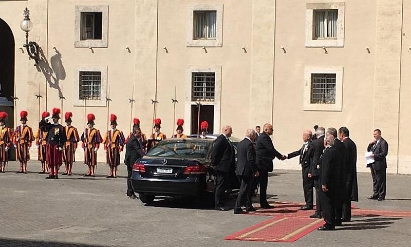Започна аудиенцията на премиера Бойко Борисов при папа Франциск. Срещата