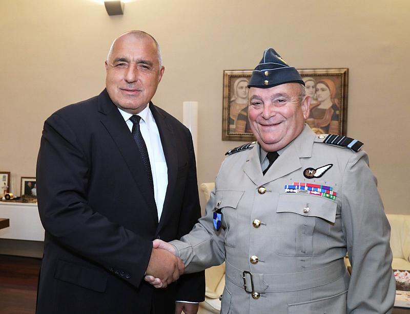 България успешно изпълнява поетия ангажимент за инвестиции в отбраната, договорени