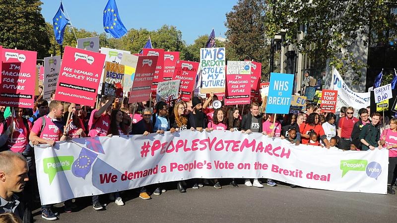 Протестиращи излязоха по улиците на Лондон с искане за втори