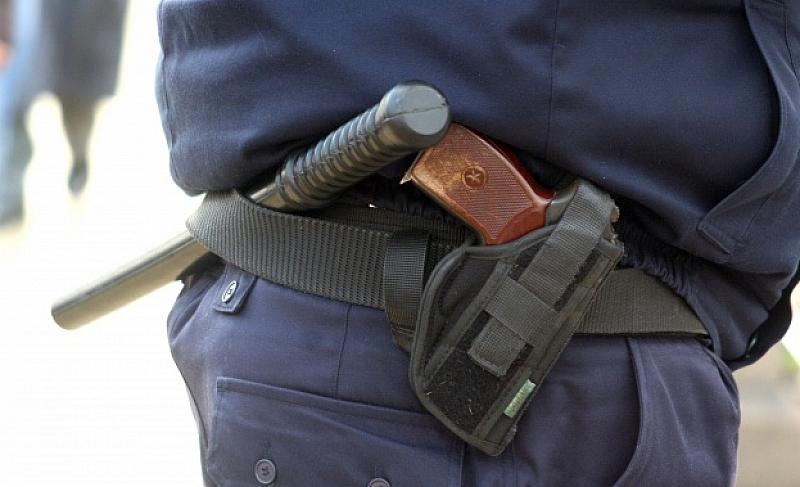 Свищовски полицаи са пребили скулптора Стефан Йозов и сина му