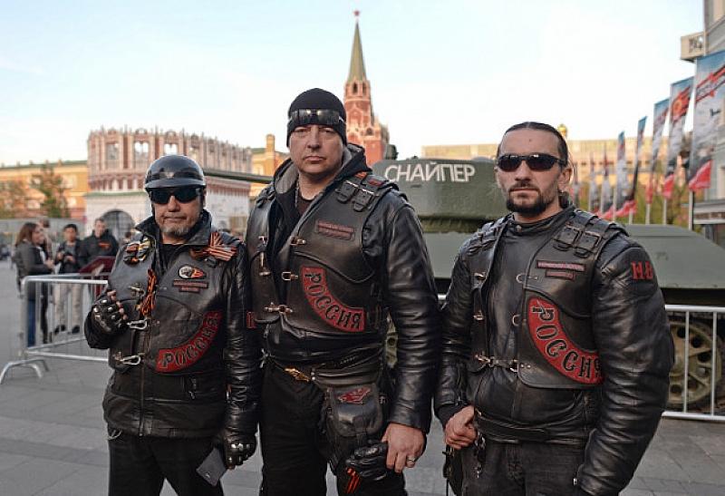 """Мотористите от клуб """"Нощните вълци"""", известни като рокерите на Владимир"""