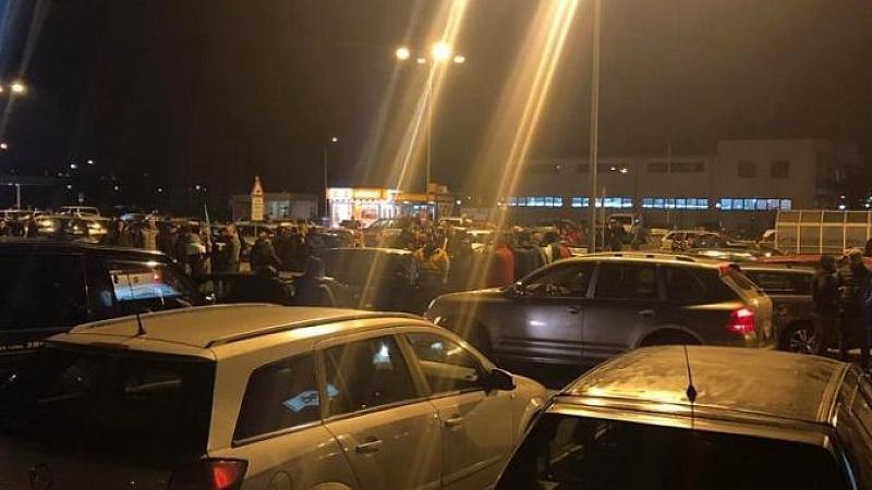 """Протестите продължават и тази вечер. Перничани отново атакуват магистрала """"Люлин"""""""