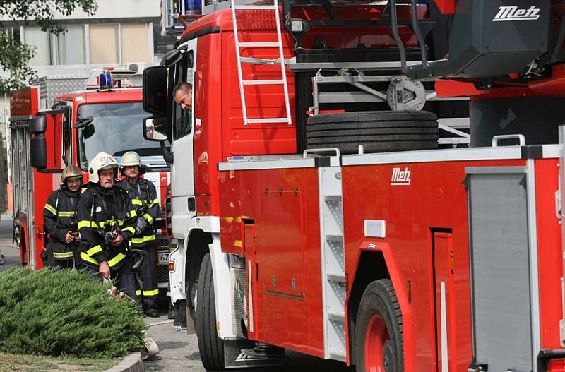 Пожарникари от Пловдив са извадили 6 варела, ползвани за съхранение