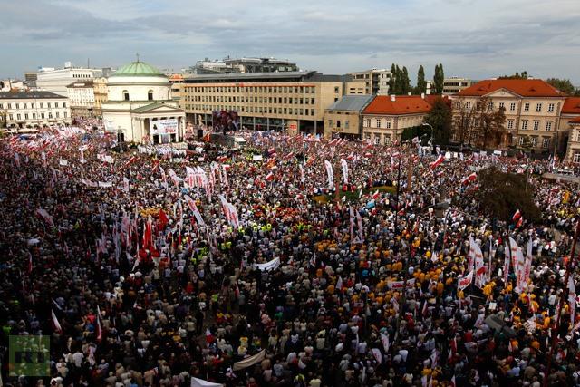 240 000 поляци скочиха срещу правителството