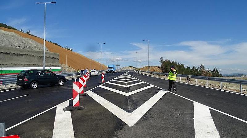 """Днес пускат движението по новопостроения участък от магистрала """"Струма"""" след"""