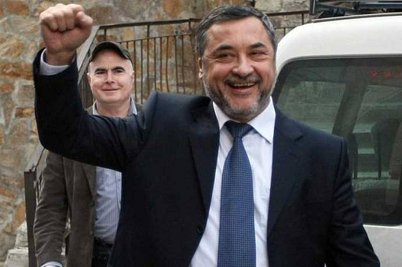 Кажете на Валери Симеонов какво мислите за него на v.simeonov@government.bg.