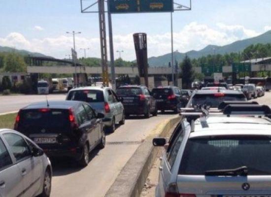 """Колони от автомобили са се образували на граничен пункт """"Кулата"""""""