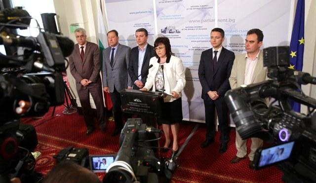 Нинова: Правителството да защити 250 000 български граждани във Великобритания