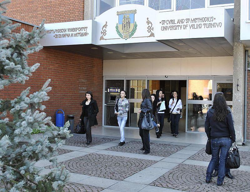 Студенти от Великотърновския университет негодуват срещу предумишлено провалените според тях
