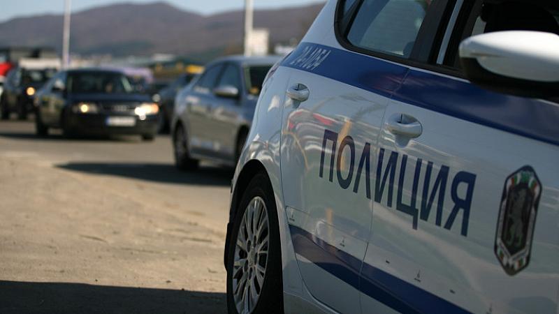 Снимка: Дрогиран таксиджия рани трима полицаи