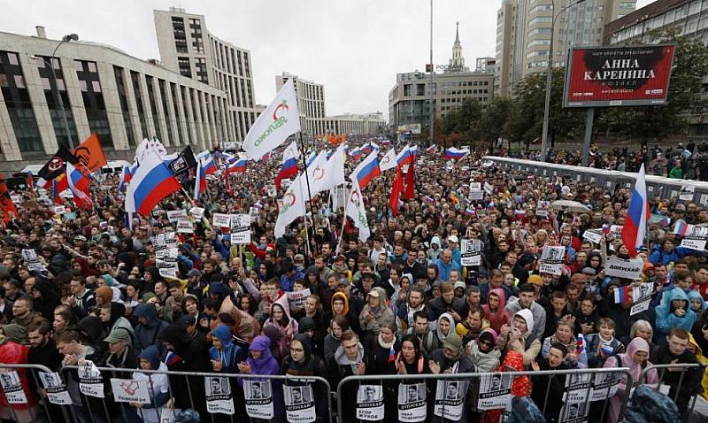 Близо 50 000 души се включиха в най-голямата опозиционна демонстрация