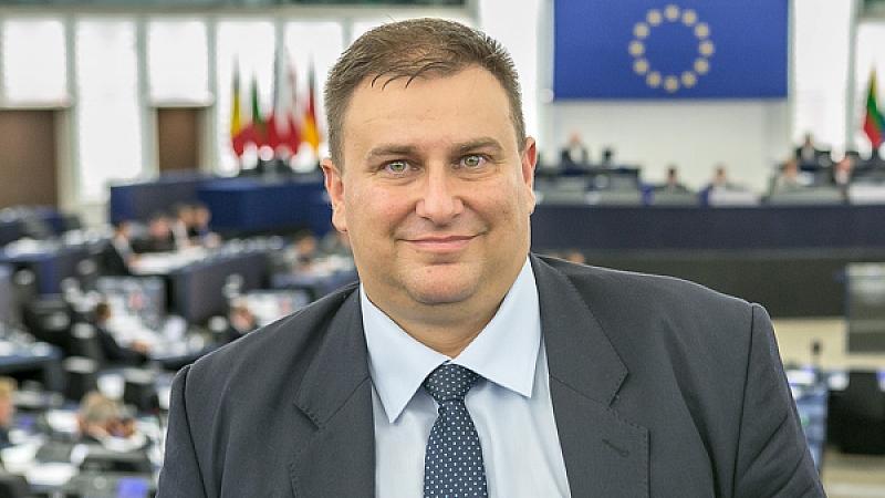 Евродепутатът от ГЕРБ Емил Радев много иска през май 2019