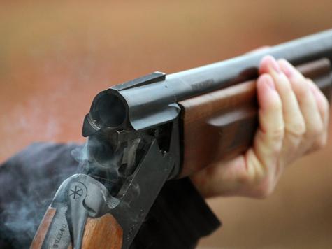 Според първоначалните данни, изстрелите са били възпроизведени от улицата в