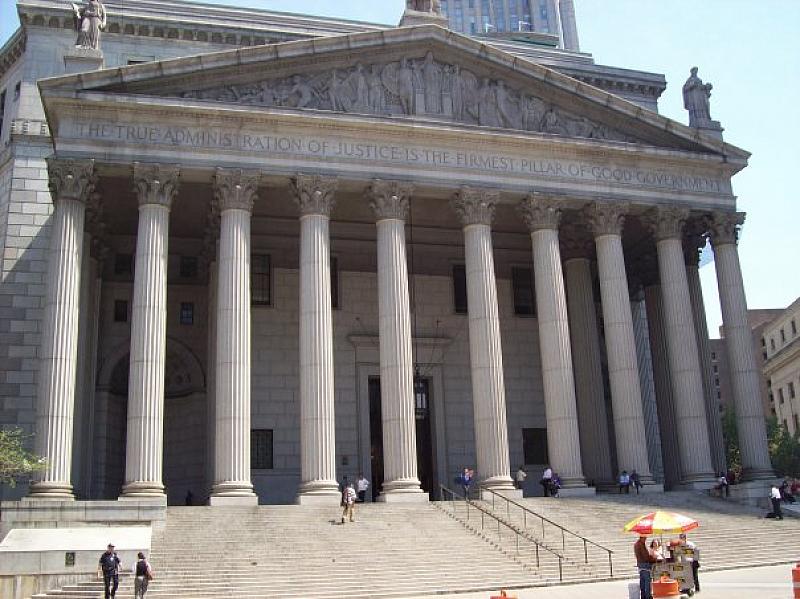 Двайсет и един адвокати наводниха вчера залата на Нюйоркския съд
